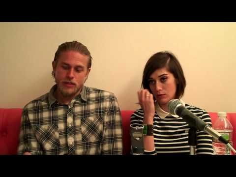 CHARLIE HUNNAM (w LIZZY CAPLAN) TALKS ABOUT THE NEW SEASON OF ' S.O.A.'.mp4