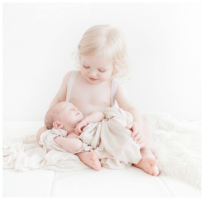 newborn photography posing with sibling copyright miranda north
