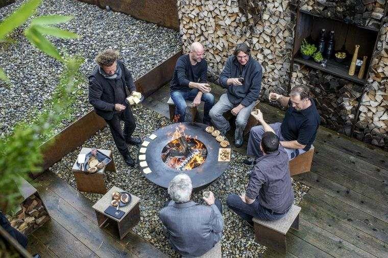 Foyer Extérieur Design Et Barbecue Bois En Acier Pour Une Expérience  Gastronomique Unique