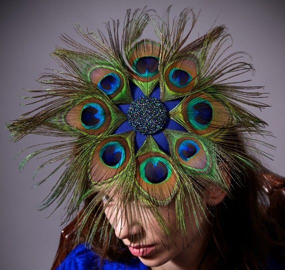 Peacock fascinator patterned like a star, beautifully made!