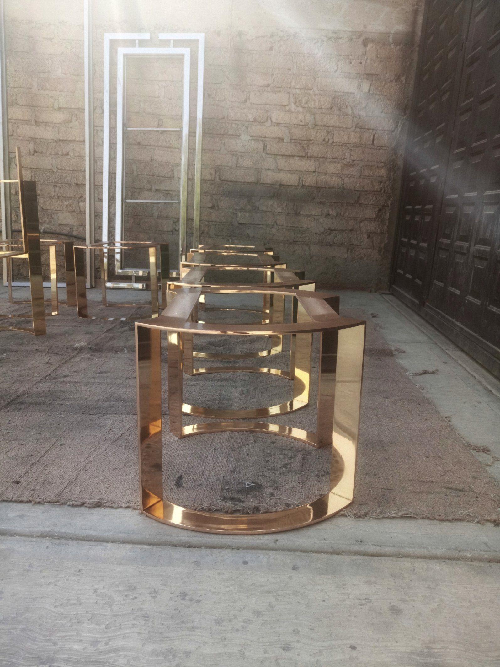Estructuras para banco. Acabado baño de bronce espejo