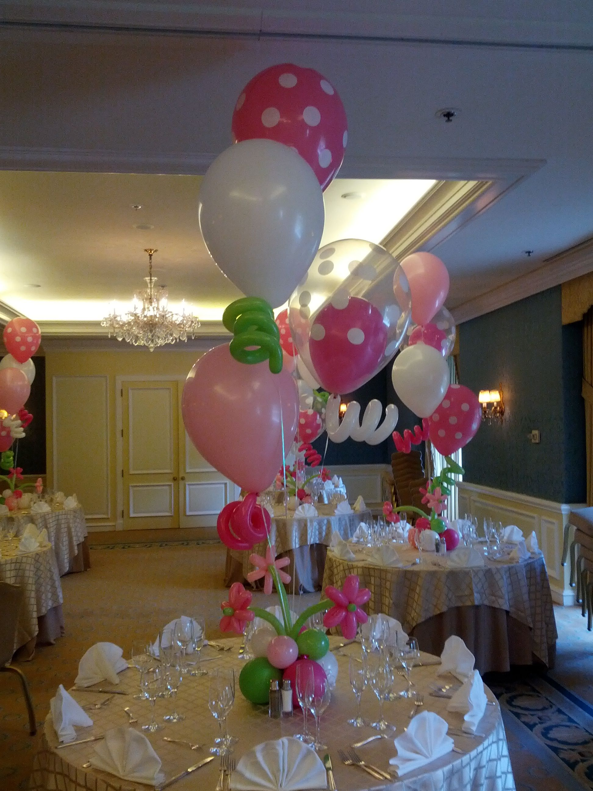 Balloon Centerpieces With Polka Dots & Flowers