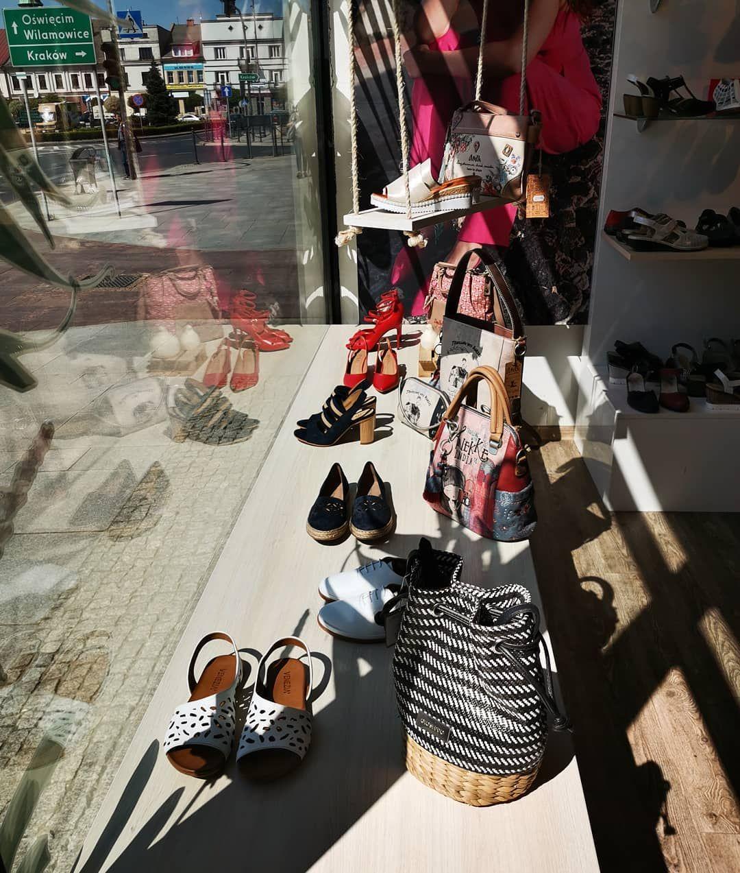 Wystawa W Letnim Klimacie Pogoda Nas Rozpieszcza Slonce Swieci I Pozytywnie Nastraja Shopwindow Springshoes Miu Miu Ballet Flats Shoes Ballet Flats