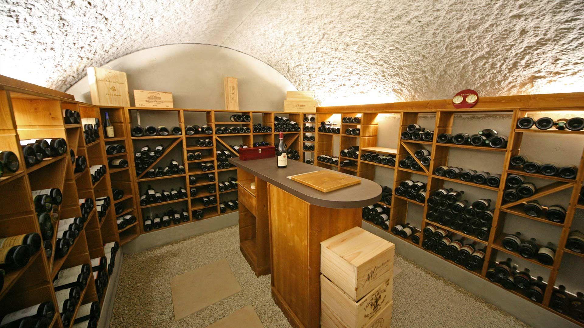 Amenagement Bois D Une Cave Voutee Point Cav Equipee D Un Bar Avec Images Mobilier De Salon Cave Cave A Vin