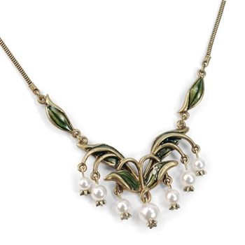 Sweet Romance 2016 Holiday Gift Guide.  Chandelier/Great Gatsby looking necklace.  #gift #forher #holiday #necklace #chandelier #greatgastby #gatsby