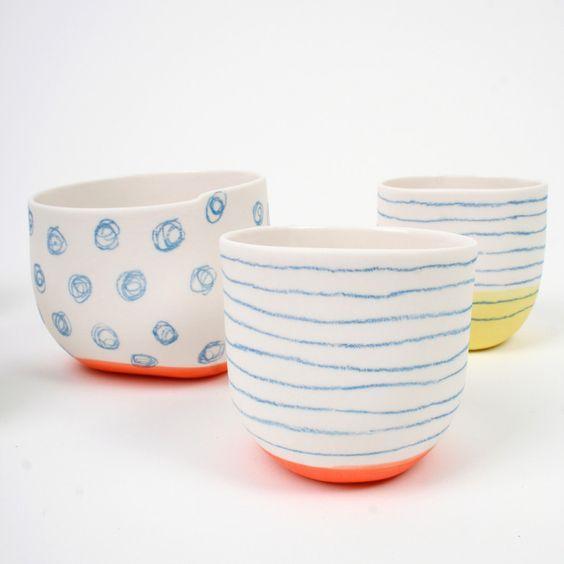 Quand la céramique devient un cahier d'écriture is part of Ceramic painting, Colorful ceramics, Ceramic pinch pots, Porcelain ceramics, Ceramic pottery, Pottery painting -  Comme j'ai