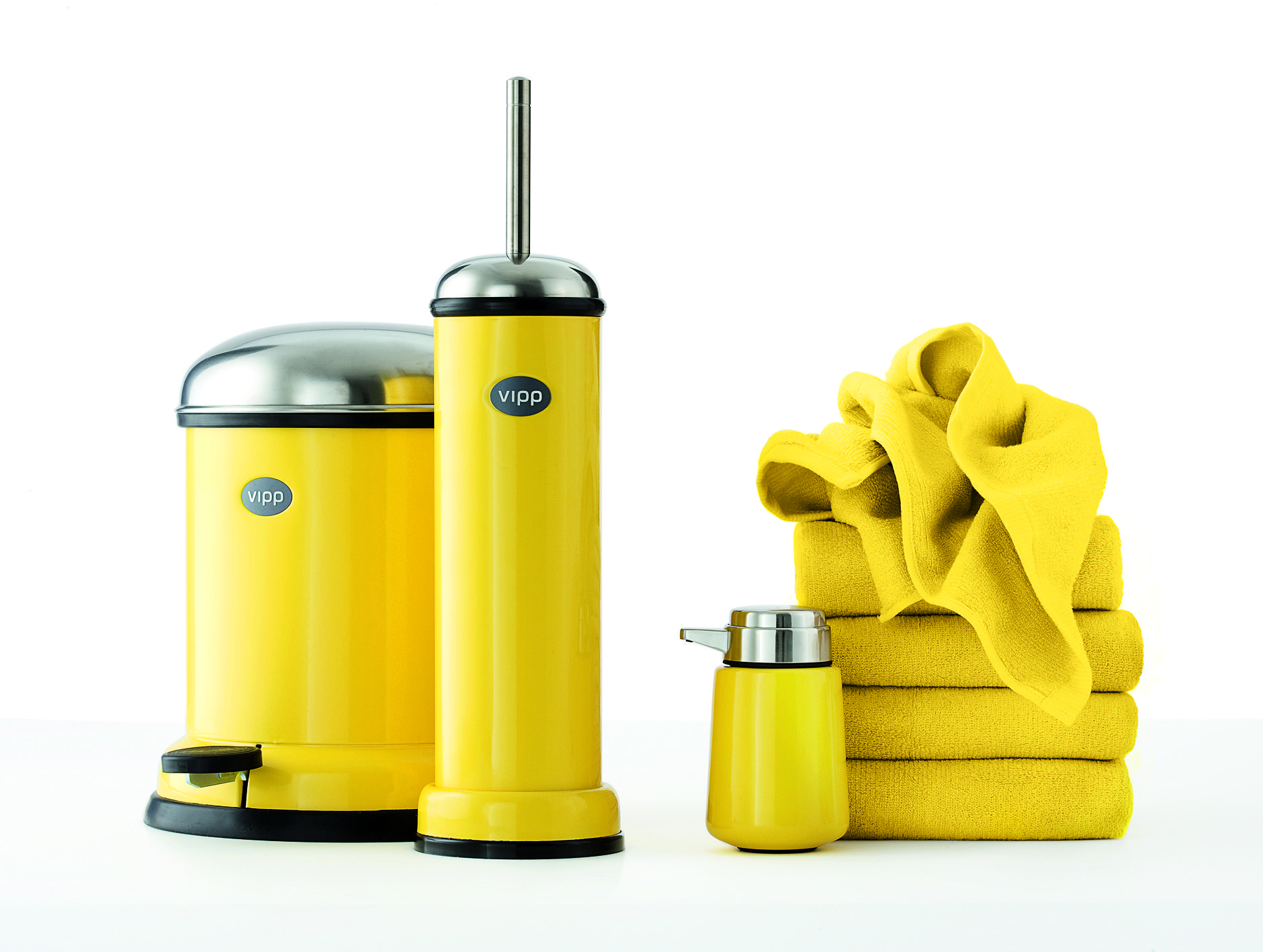 yellow bathroom accessories 1880 1417