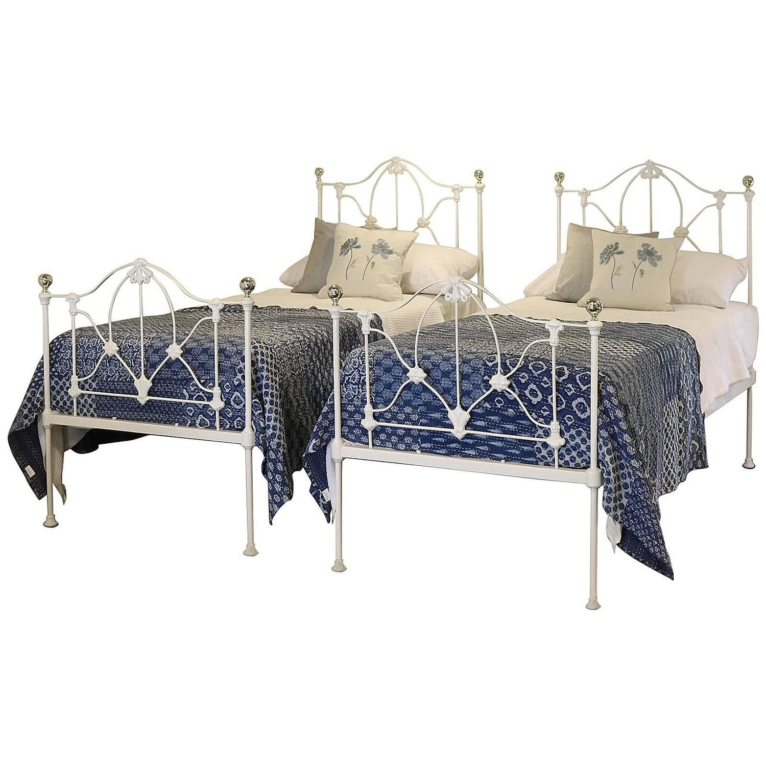 Matching Pair Of Twin Cast Iron Single Beds MPS19