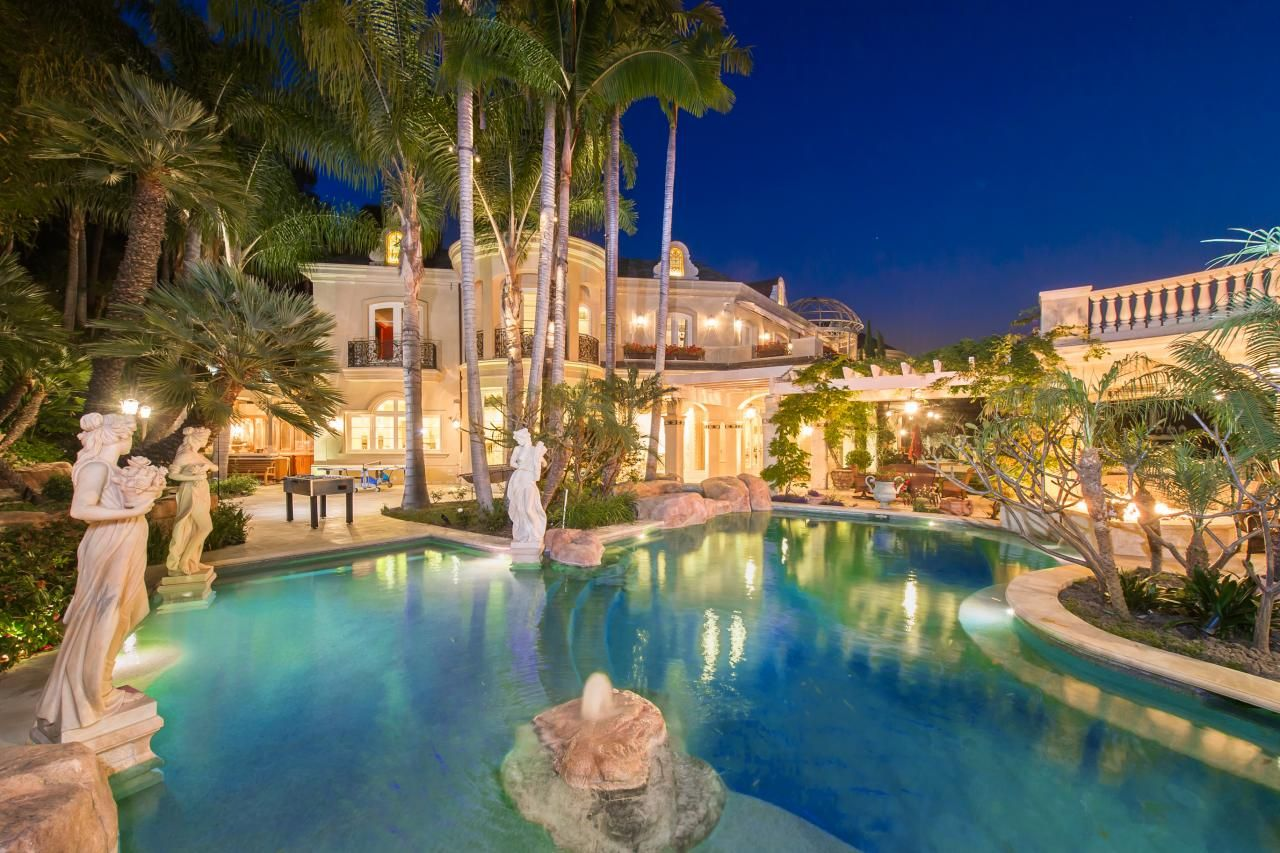 Tour A European Style Villa With A Palatial Pool Bel Air