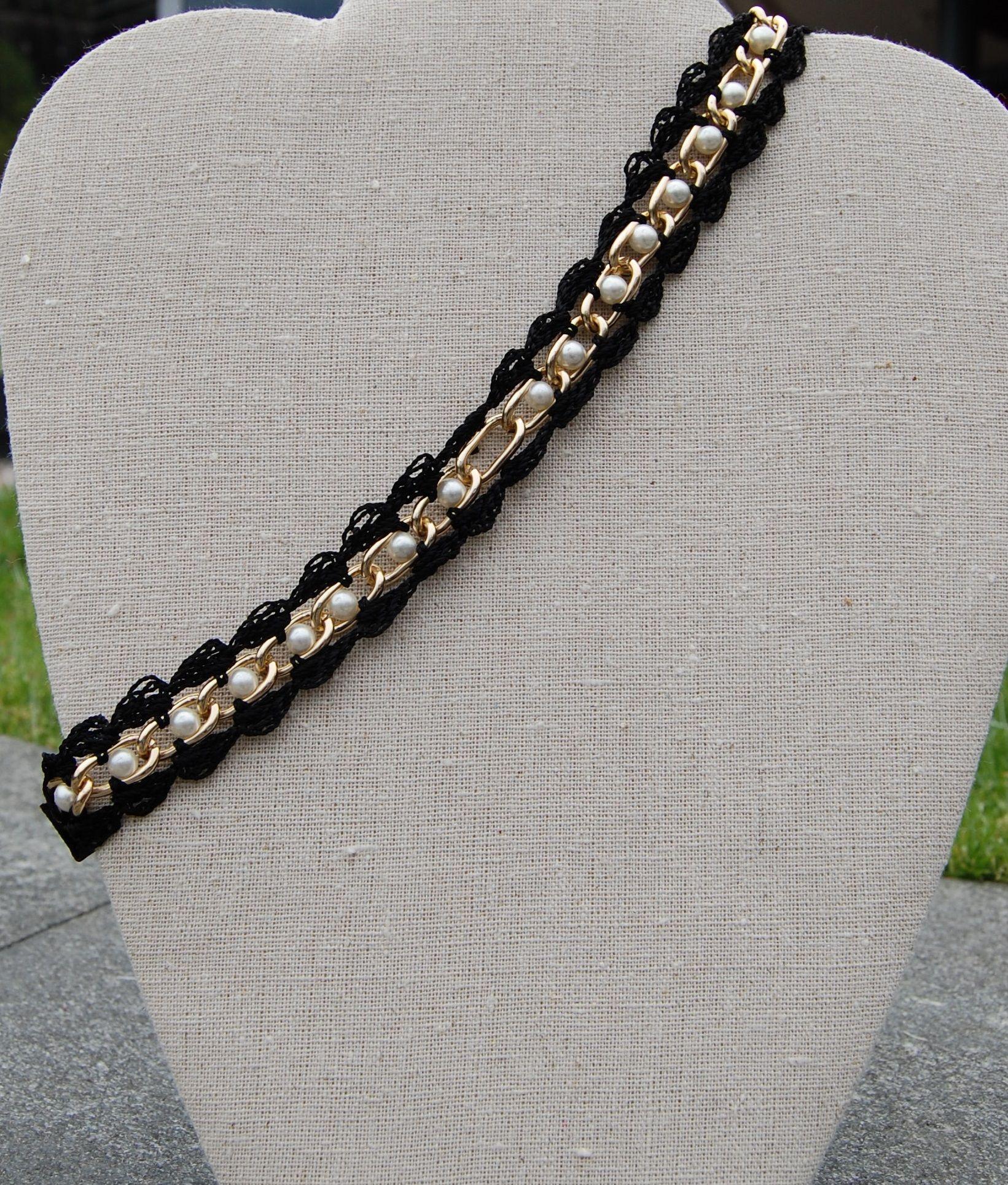 Banda para el cabello tejida con cadena dorada y perlas $69.00