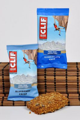 Ob vor, während oder nach dem Sport – die CLIF Bars in den Sorten Blueberry Crisp und Chocolate Chip versorgen Abenteuerlustige jederzeit mit Energie um seine eigenen Grenzen zu testen.