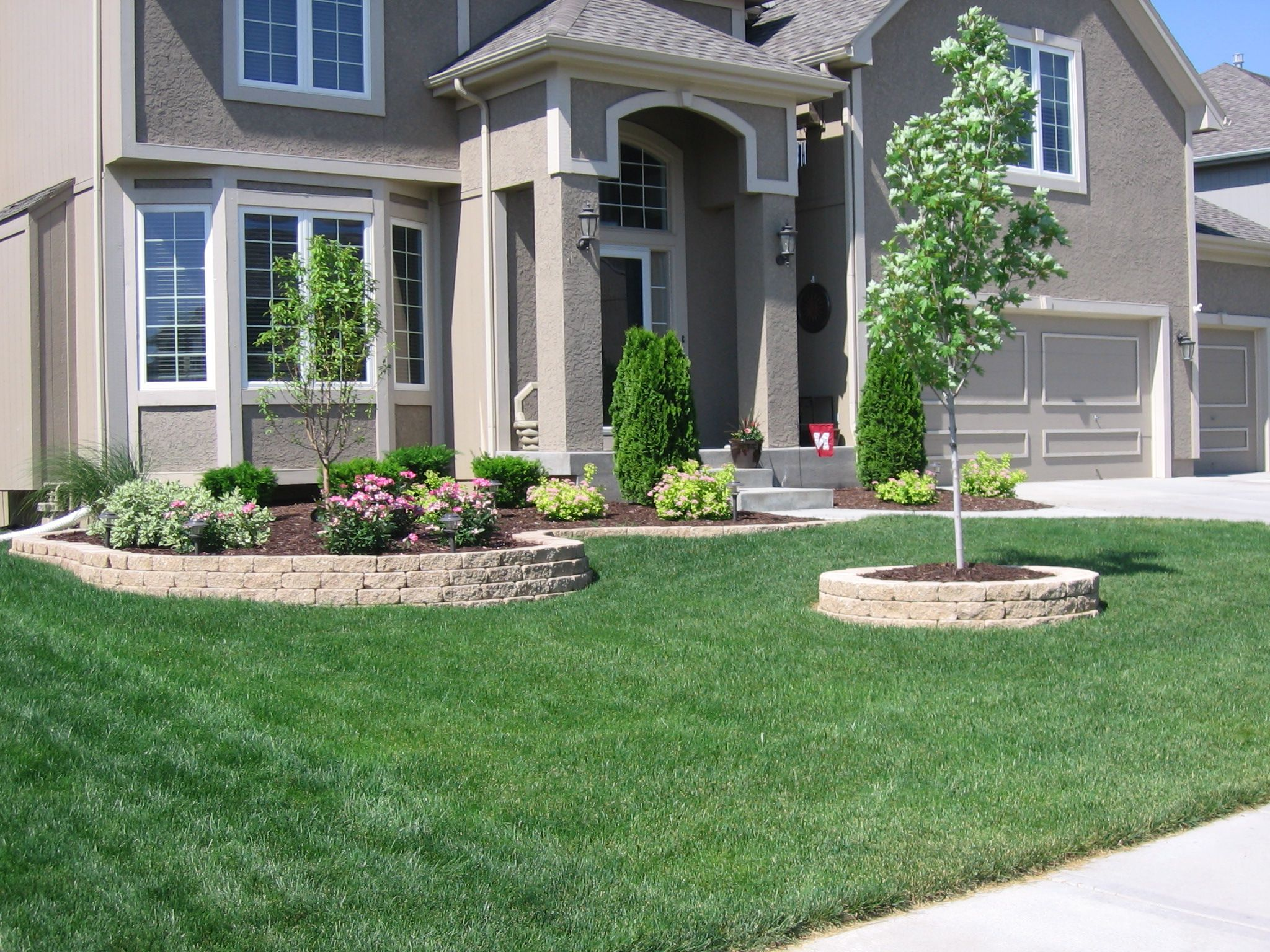 beautifully landscaped front yards - Google Search   Front Yard ...