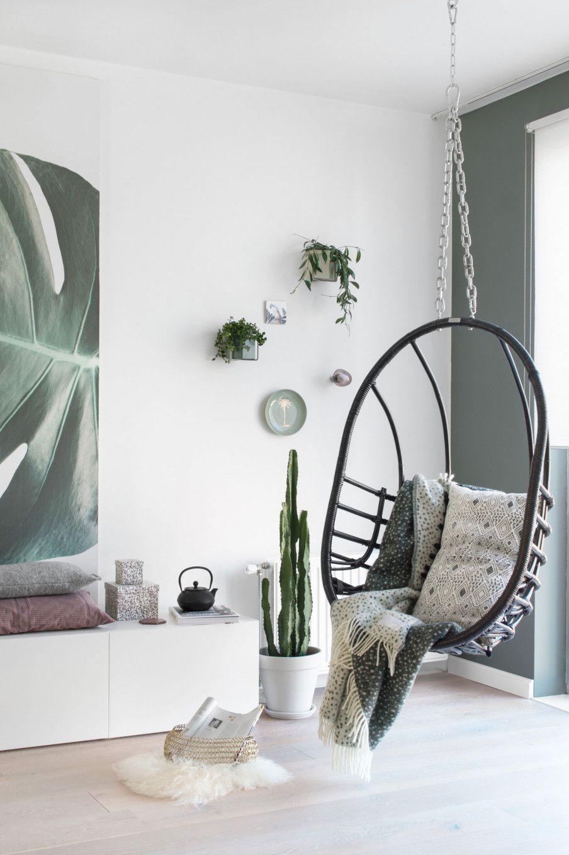 Hangstoel in woonkamer