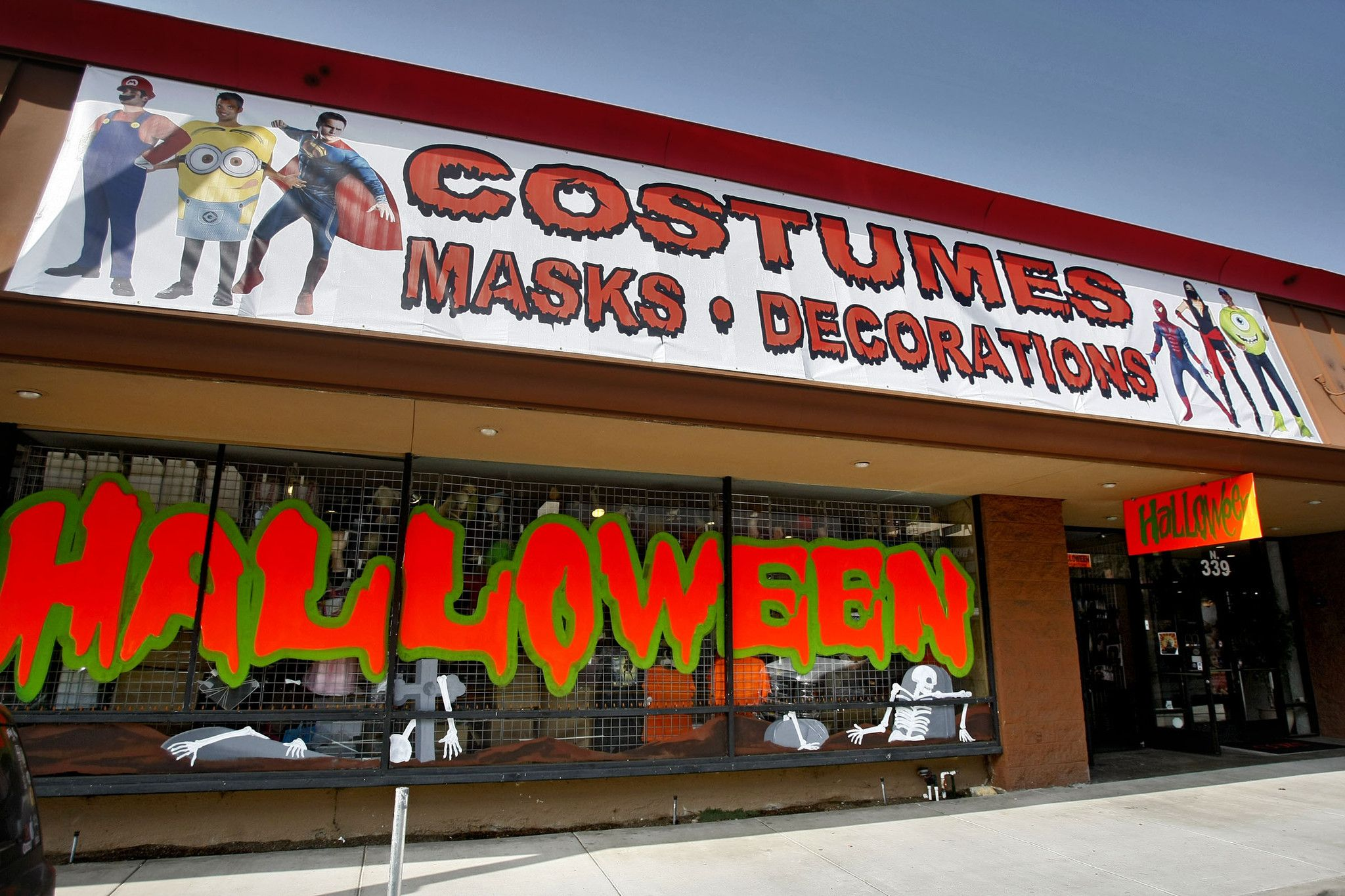 find the best halloween stores in glendale to shop for the latest