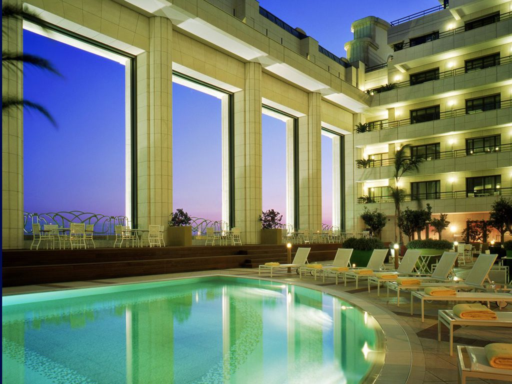 9 Jaw-Dropping Hotels You Can Actually Afford | Rooftop pool ...