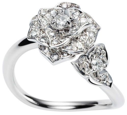 Two flowers with petals delicately joined in a poetic design endow the finger it encircles with refined classicism. It belongs in the garden of an eternal spring. #PiagetRose #ring in 18K white #gold, set with 49 brilliant-cut #diamonds