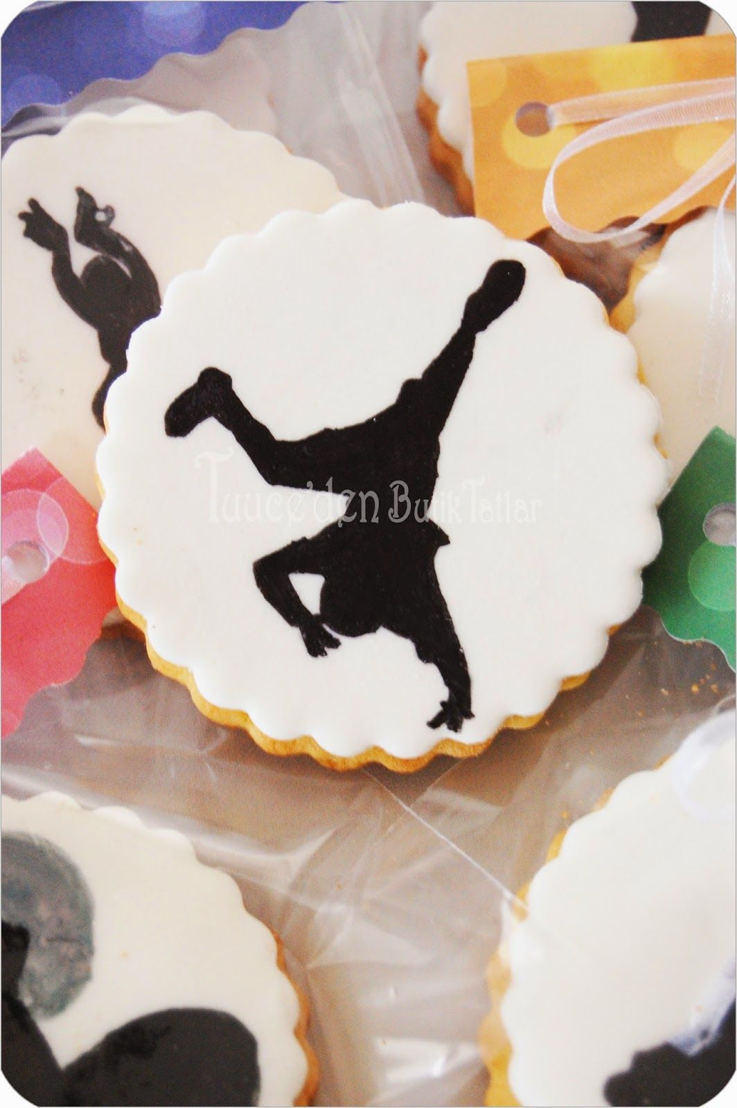 Painted silhouette Hip Hop cookie.