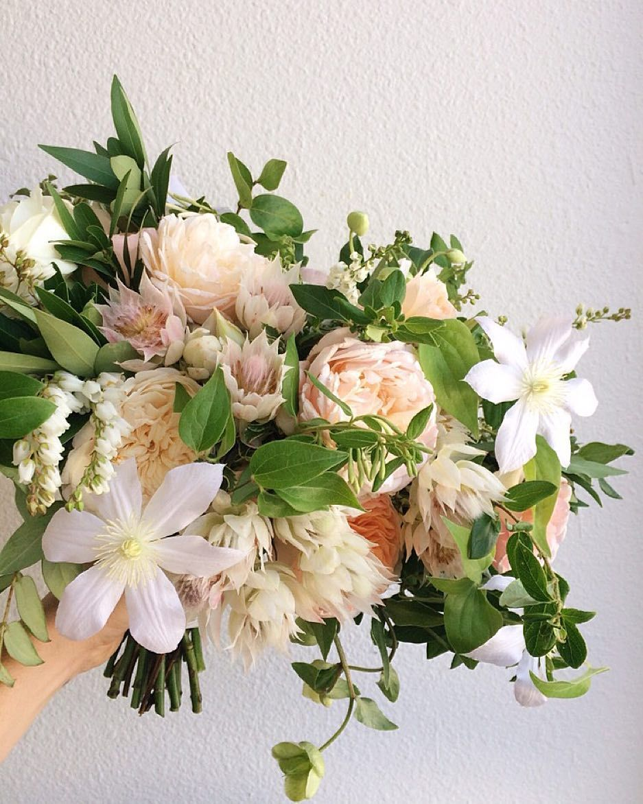 Just a little weekend throwback to one of my favorite bouquets for one of my favorite brides who was so trusting and allowed me to just do what I wanted...it's crazy how once the pressure is off we as artists are allowed to reach our full potential...so grateful for clients who give us that gift :) by jl_designs
