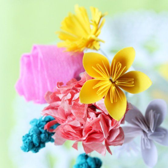 These paper flowers bring spring right into your home! All you need is paper, wire and glue. (German