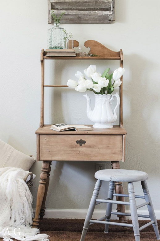 I am so excited about todays post! It was so much fun to put togetherHow to Get the Farmhouse Look 7 Top Home Decor Bloggers Share Their Secrets! The Cottage Market wants to bring you the best of the best at all times and trust methese ladies are at the TOP of their game. You  #smallwoodcrafts