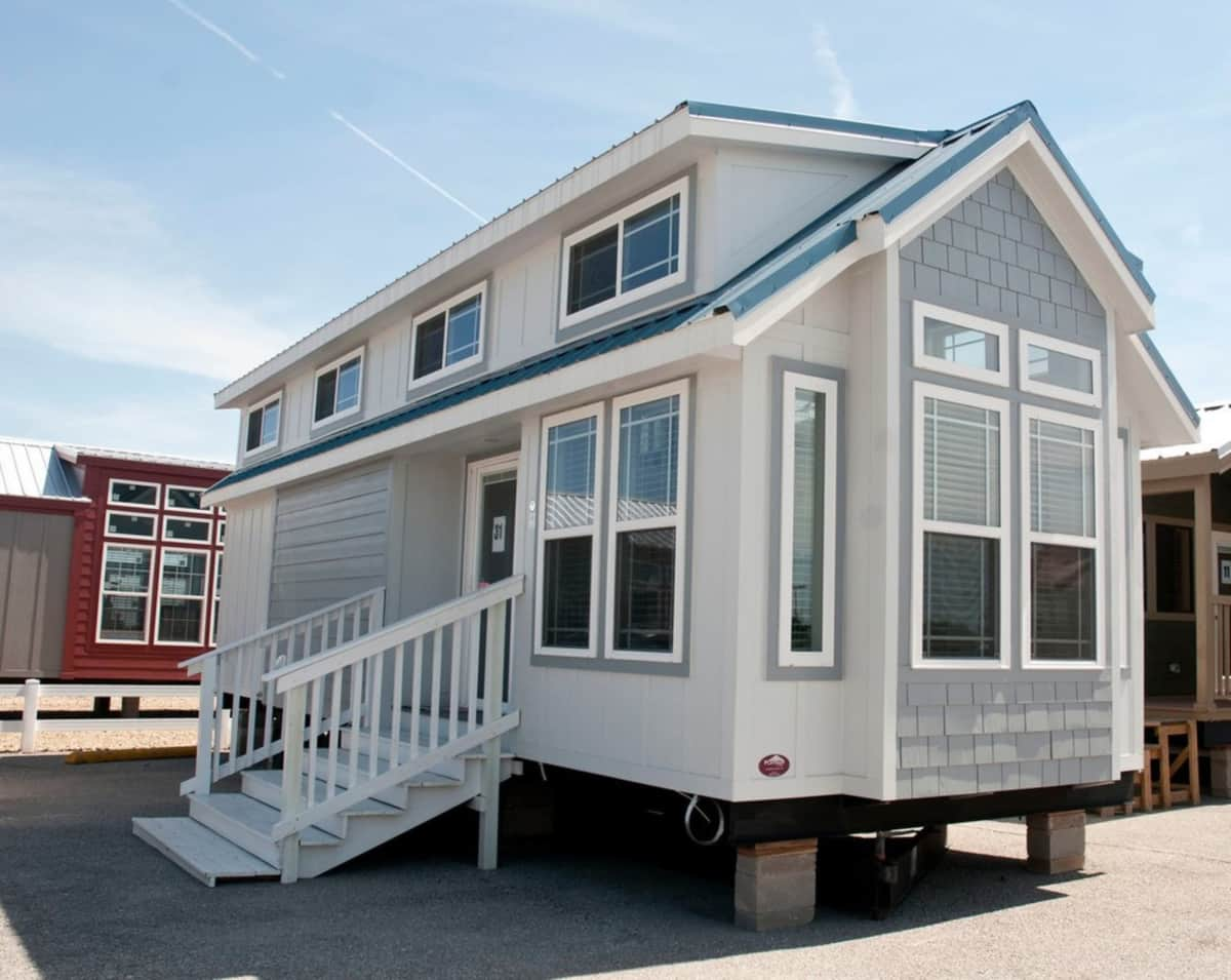 2018 Platinum Cottages Eagles Landing RV park model with split loft Tiny House for Sale in Rockwall Texas Tiny House Listings