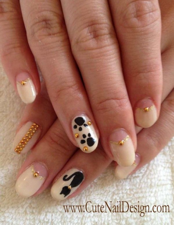♥Cute Nail Design♥ I love the cat on the ring finger and the paw ...
