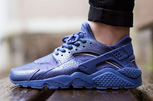 9942ccde13aba NIKE WMNS AIR HUARACHE PREMIUM (BLUE LEGEND) - Sneaker Freaker ...