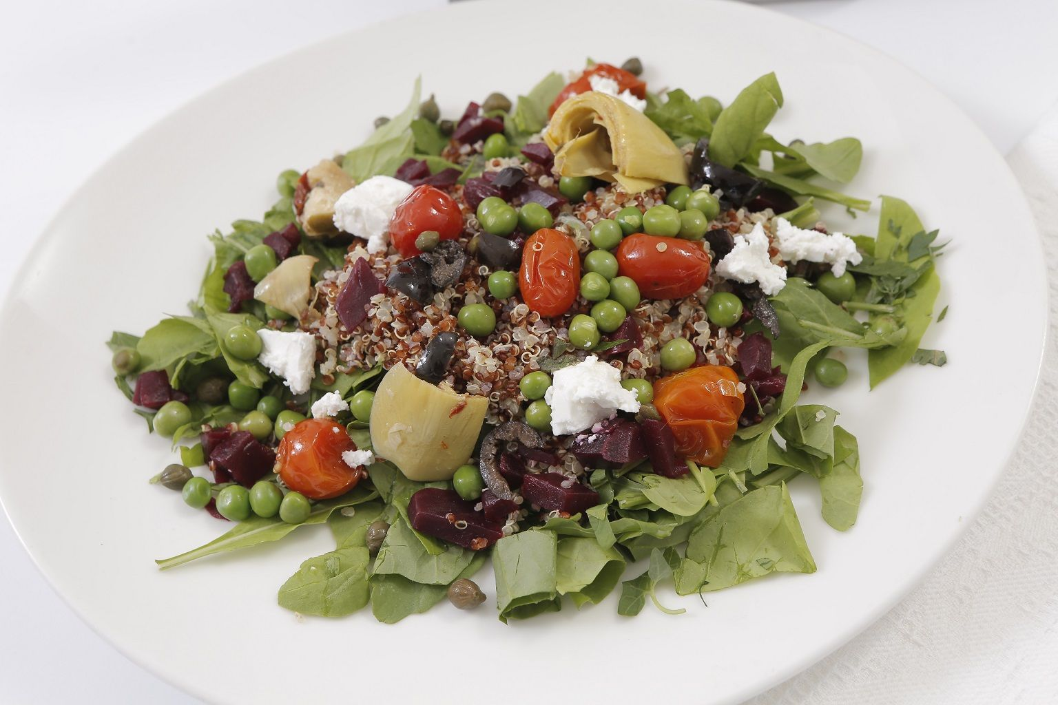 سلطة الكينوا الصحية مع الشيا وبذور الكتان من Blu Fig Food Salad Cobb Salad
