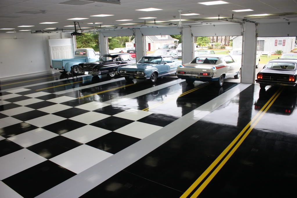 Black white and street stripes classic car collector for Car garage interior design