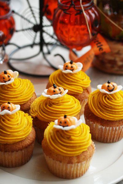 So cute!   Pumpkin Cupcakes