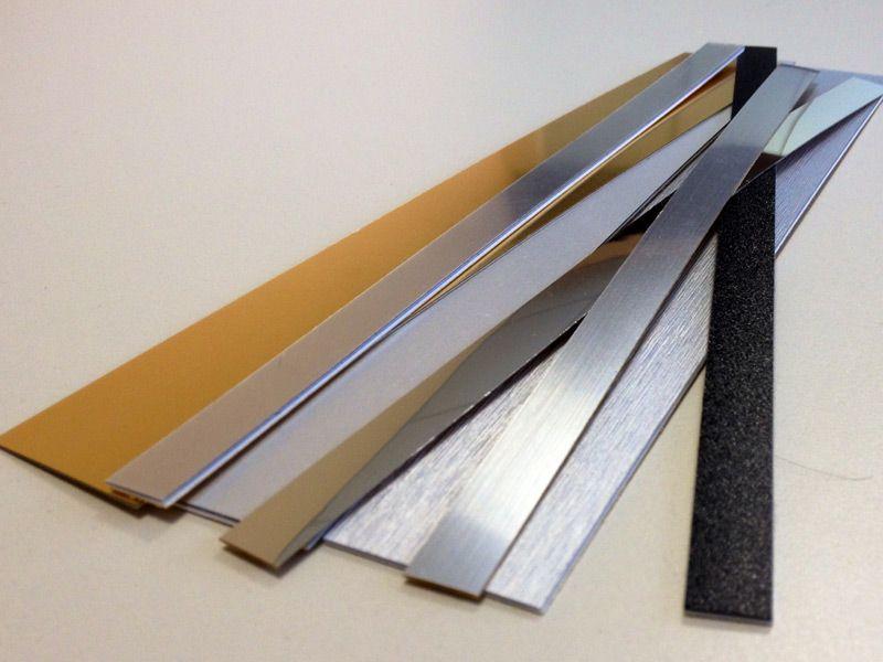Bordi adesivi decorativi decoroll adesivi decorazioni e for Bordi decorativi