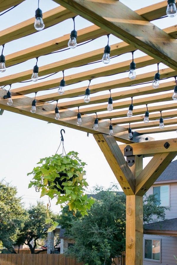 24 einfache DIY-Pergola-Projekte, die Sie mit kleinem Budget aufbauen können -  Wie man eine DIY Pergola mit Simpson Strong-Tie Outdoor Akzenten baut #DIY #Garten #draußen  - #aufbauen #budget #Die #DIYPergolaProjekte #einfache #kleinem #konnen #mit #pergola #projekte #Sie #gardenoutdoors