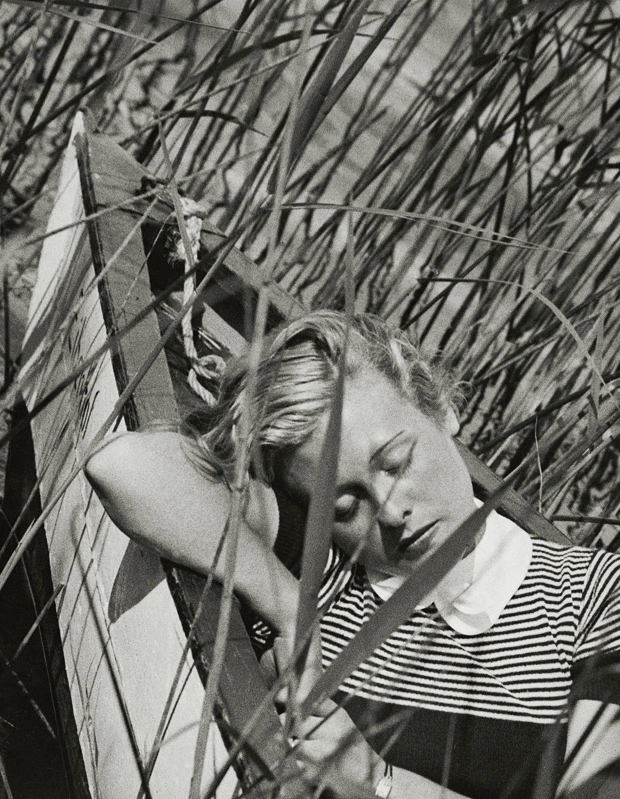 Martin Munkácsi :: Erika Fiedler in the Reeds, 1934 / more [+] M. Munkácsi