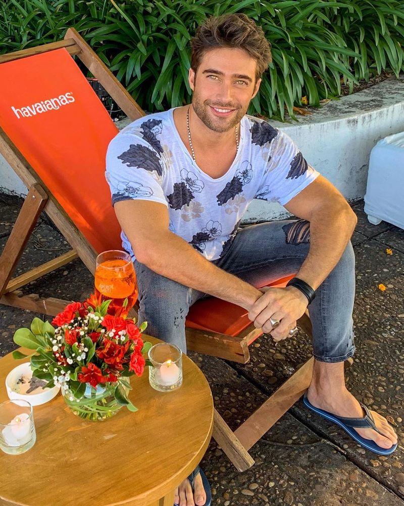 Rodrigo Guirao On Instagram En El Evento De Havaianas Este Par Voy A Usarlos Este Verano 2020 Cool Hairstyles For Men Rodrigo Guirao Diaz Mens Flip Flops [ 1000 x 800 Pixel ]