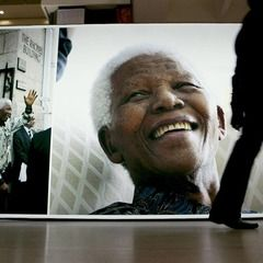 Internet Gets Creative, Sends Nelson Mandela Beautiful Vine Tributes  |  GoodMag via http://mashable.com/2013/07/01/nelson-mandela-vine/