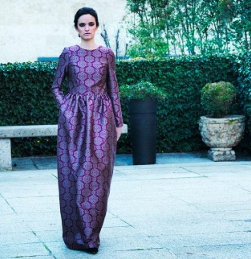 vestido largo morado o lila para una invitada a boda de noche ...