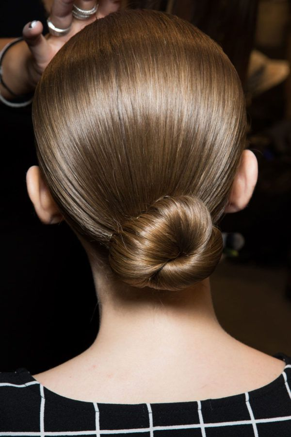 The Best Hair And Makeup Looks You Can Do In 5 Minutes Or Less Bun Hairstyles Cool Hairstyles Hair Styles