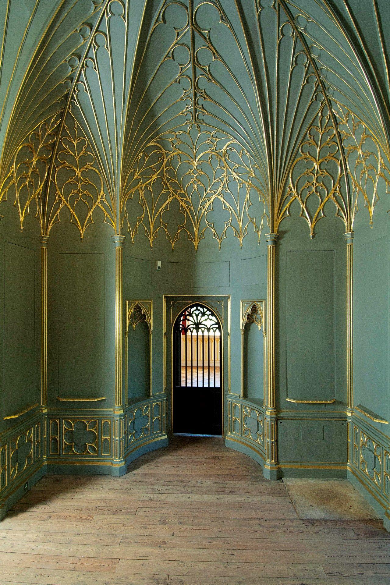 Strawberry hill revival turquesa interiores y deco for Casa revival gotica