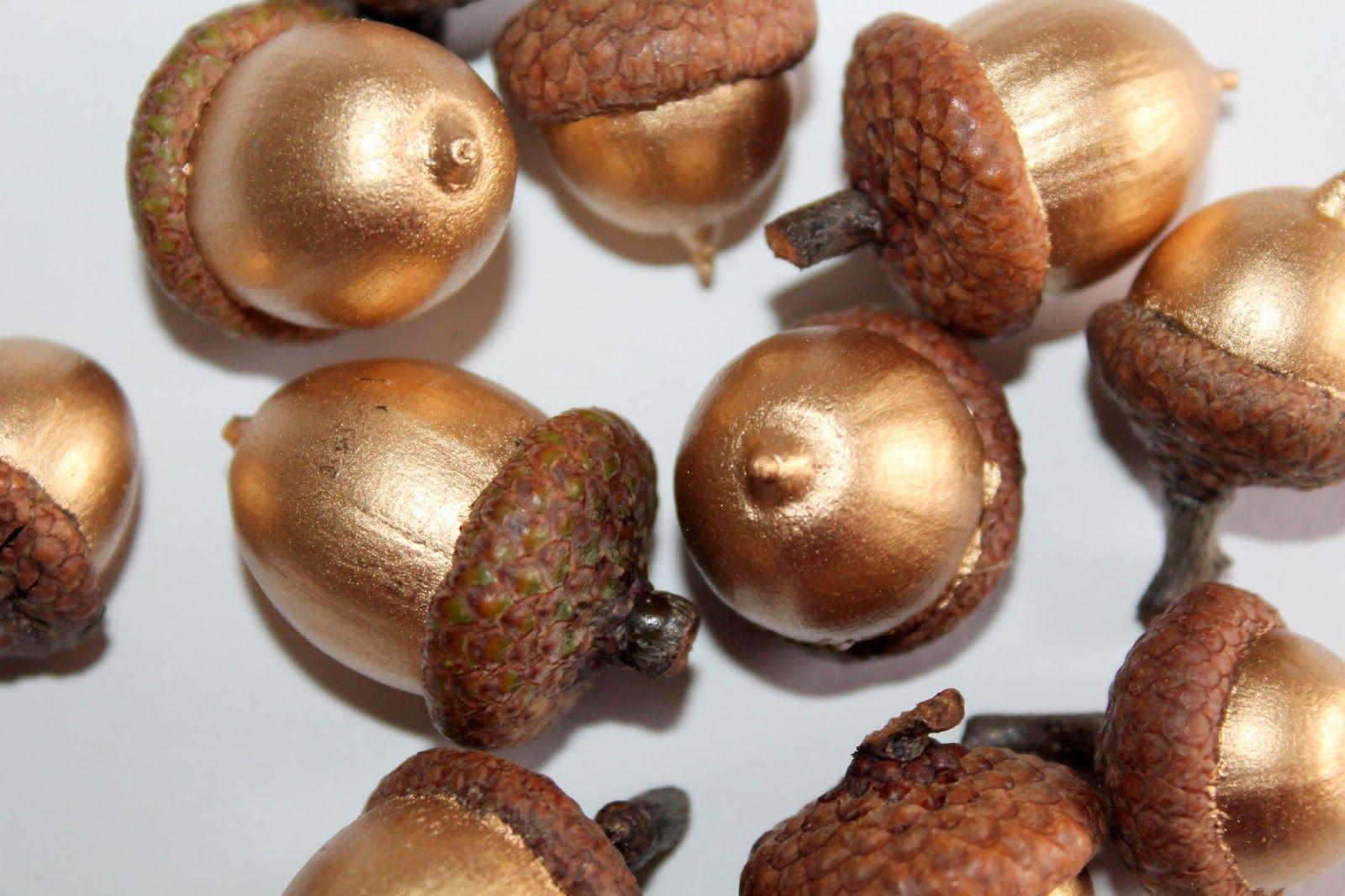 DIY goldene Eicheln selber machen Basteln mit Naturmaterialien im Herbst #weihnachtsbastelnnaturmaterialien