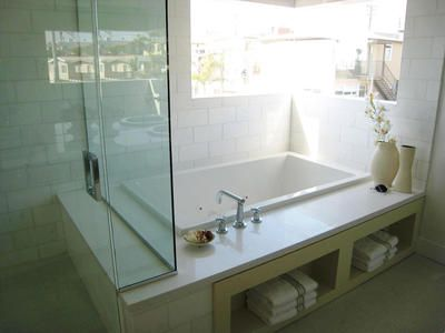 lori-dennis-master-bathtub