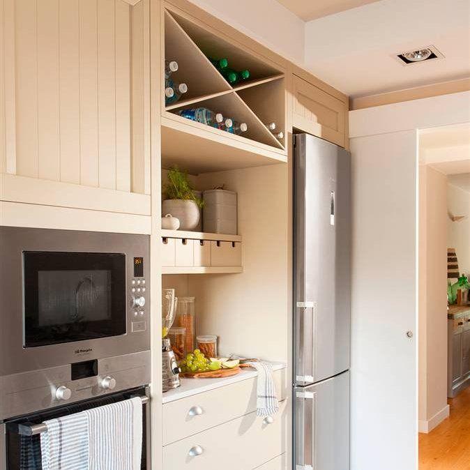 Zona de desayuno con peque os electrodom sticos botes de - Botes almacenaje cocina ...