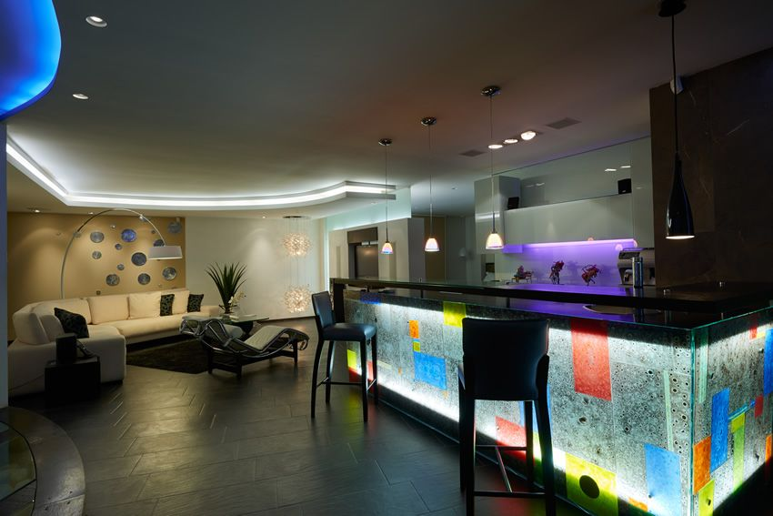 Delightful Modern Home Bar In Basement Lounge Area.