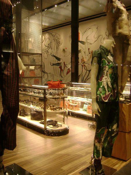 9429b9fa8ff1 Prada store