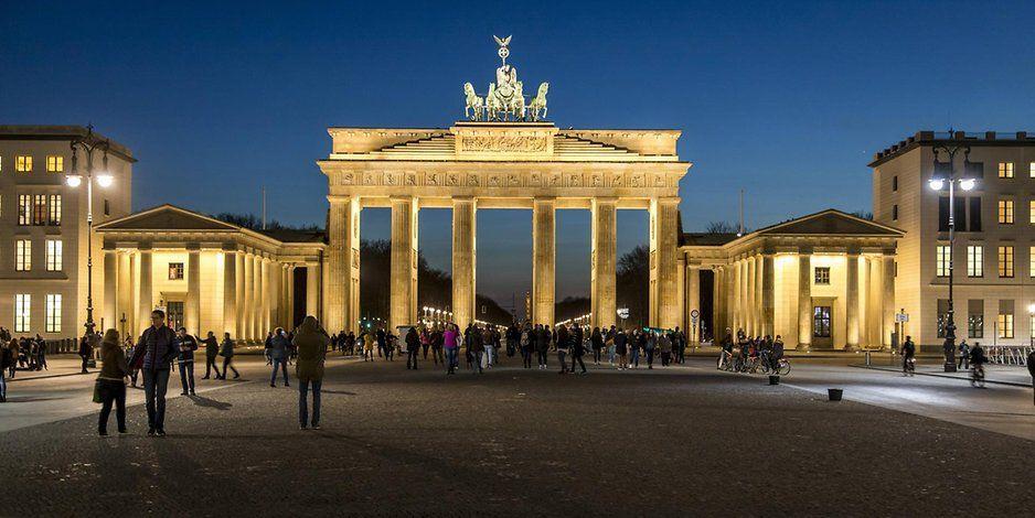 Keine Russland Farben Am Brandenburger Tor Begrundung Des Senats Ist Fadenscheinig Brandenburger Tor Brandenburger Tor Berlin Berlin