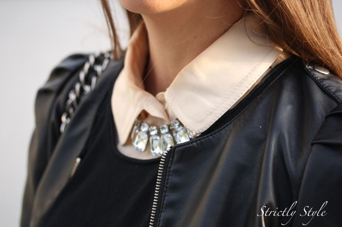 I love the way Strictly Style-blogger Mrs. V, matches this We Style-necklace!