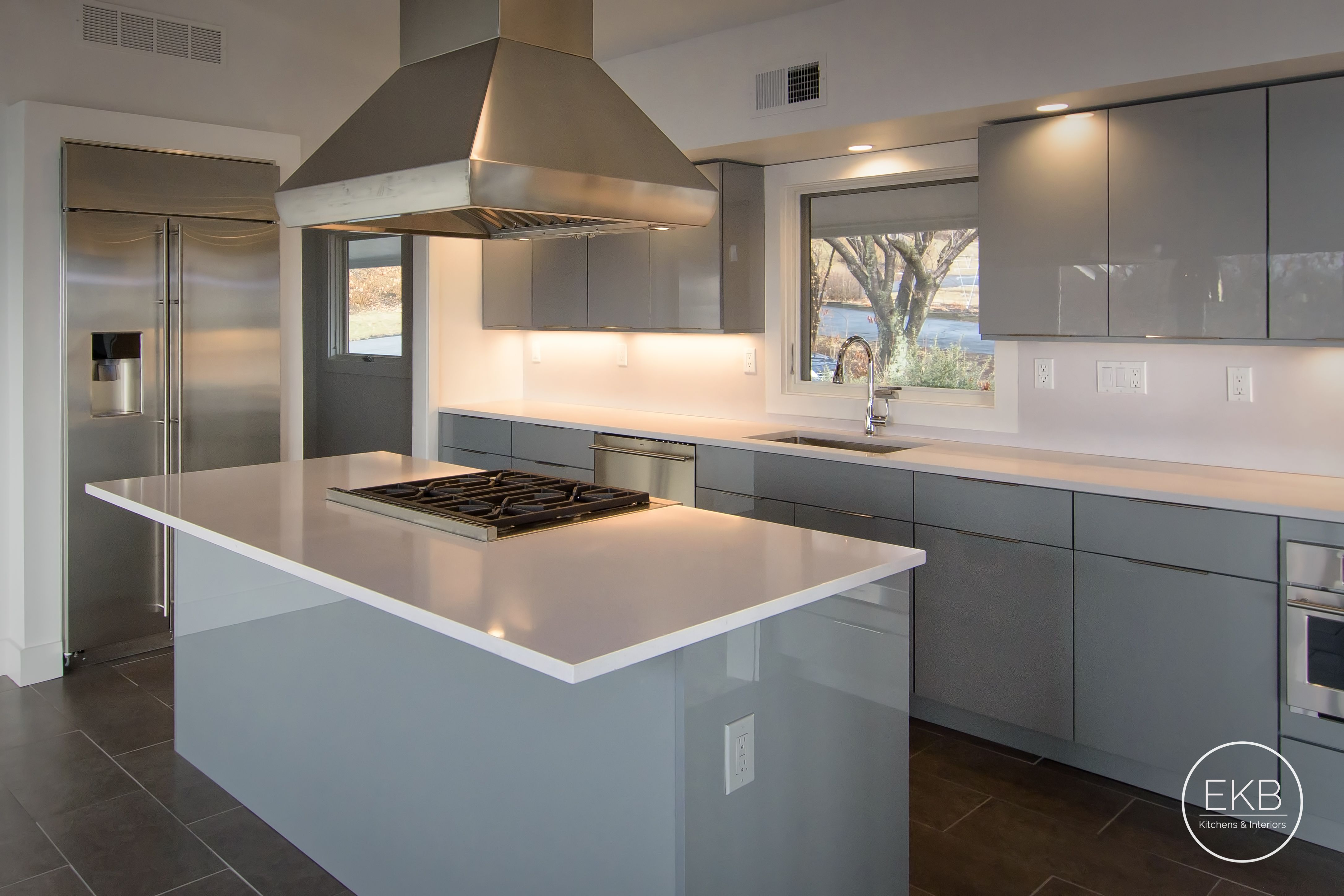 Eclipse Frameless Cabinetry Metropolitan Door Style In Gabbiano And White North Silestone Coun Kitchen Design Kitchen Remodel Installing Kitchen Cabinets