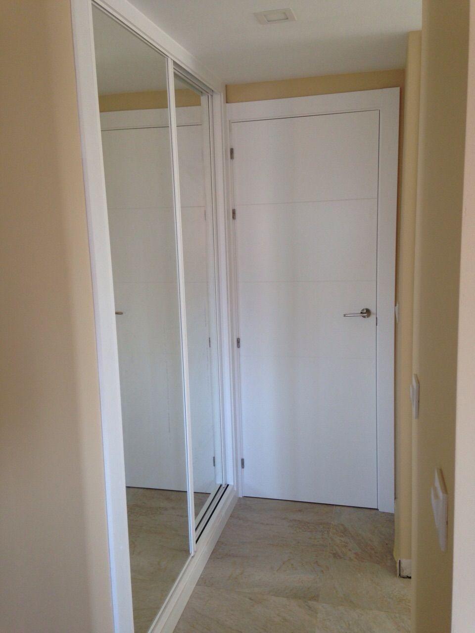 Frente de armario corredera perfiles lacados y luna - Puertas correderas armario empotrado ...