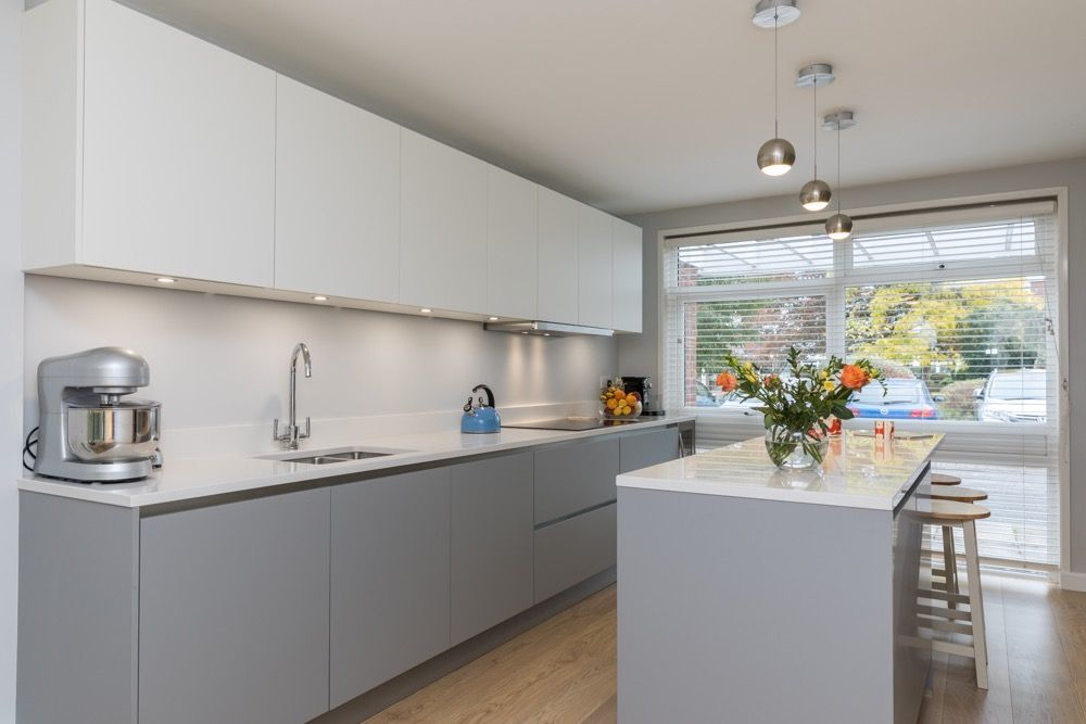 Two tone kitchen design in Pearl grey and white matt kitchen finish ...