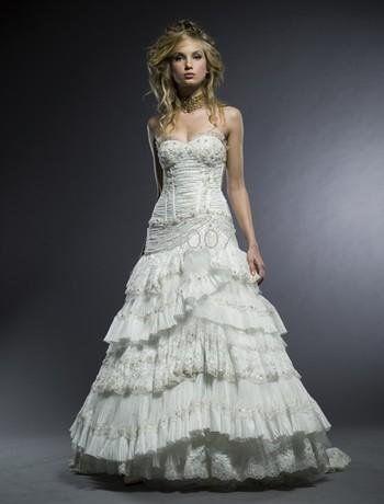 FARALÁ: Tira de tafetán que rodea varias veces las basquiñas o los vestidos femeninos.