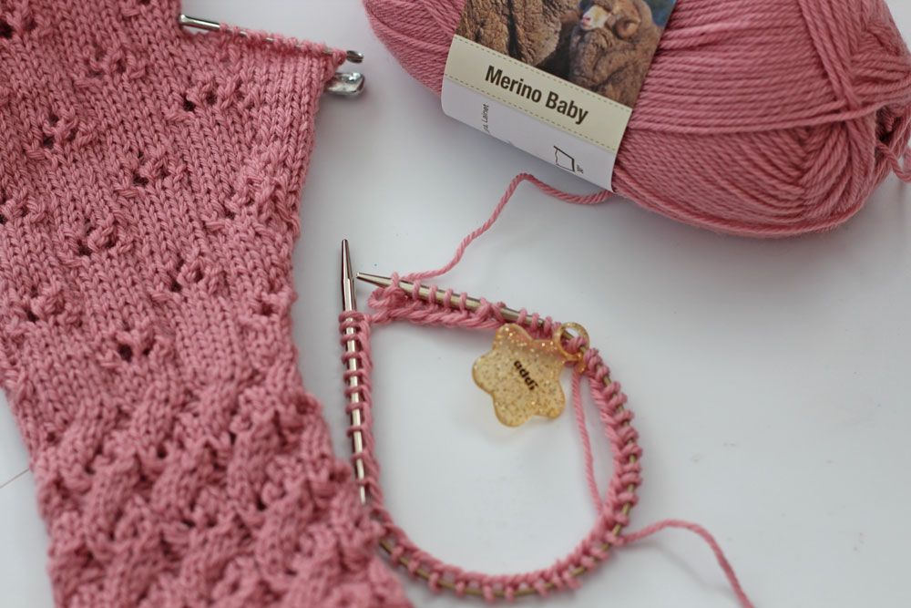 Photo of ▷ Trendige Armstulpen mit dem Sockenwunder – Anleitung | sockshype.com
